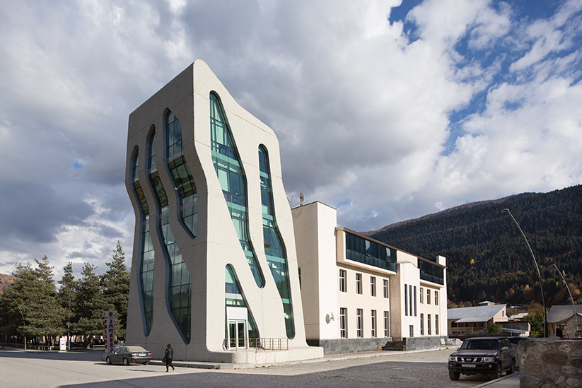 <b>kunde: </b>architect magazine &nbsp;&nbsp;<b>projekt: </b>polizeistation mestia, georgien &nbsp;&nbsp;<b>architekt: </b>j. mayer h. architects